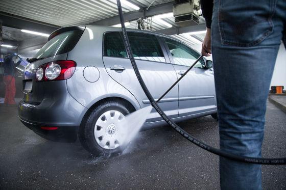 Diese X Fehler machen die meisten Autofahrer beim Waschen