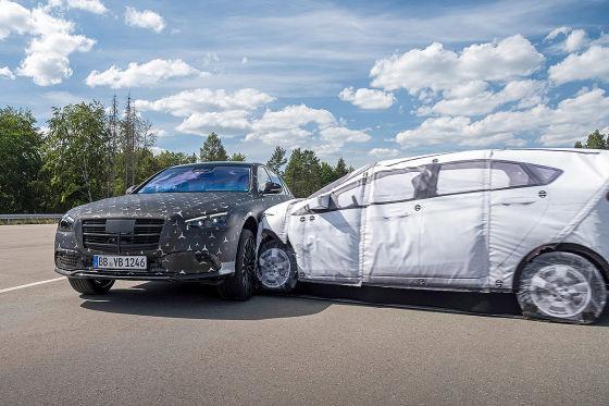 Die neue S-Klasse bekommt mehr Airbags und eine Hinterachslenkung
