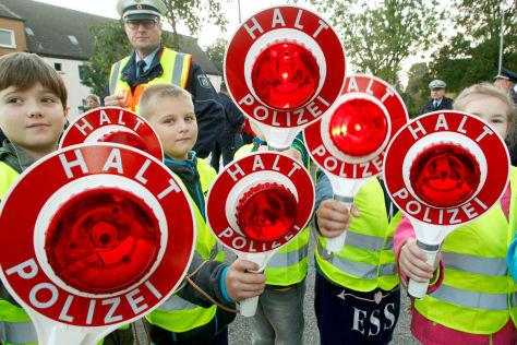 Streit über StVO-Novelle: Raser, Fahrverbot, Schulen und Kindergärten
