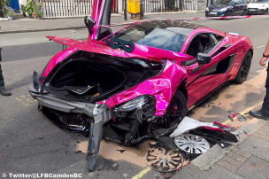 Pinker McLaren crasht mit Golf in Zone 30