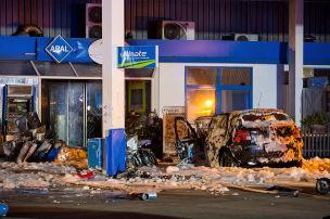 Ungl�cksfahrer rast in Tankstelle