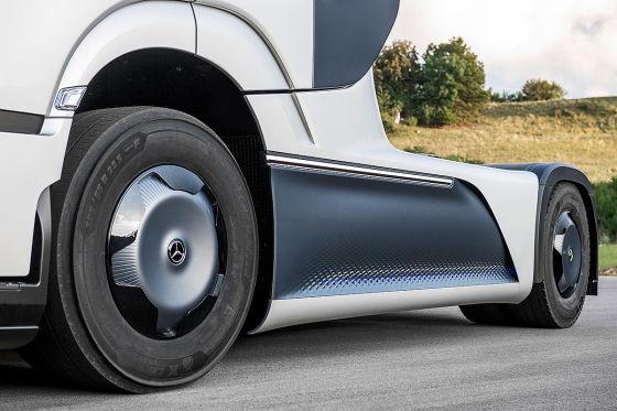 Mercedes LKW Studie soll bis zu 1000 km mit Wasserstoff fahren können.