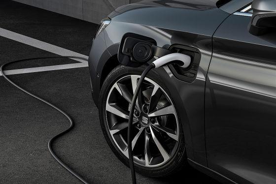Neuer Leon e-Hybrid kostet mit Umweltprämie weniger als 30.000 Euro.