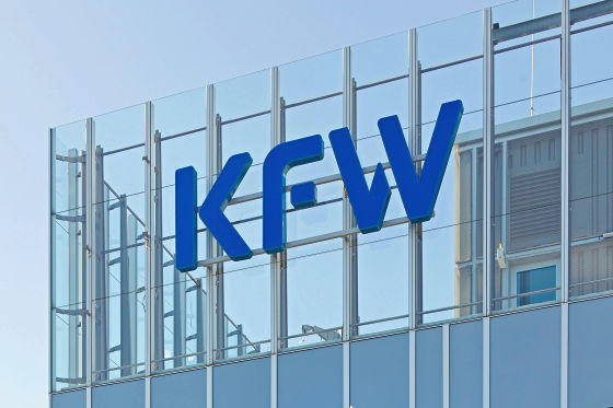 Logo an der KfW-Zentrale in Frankfurt