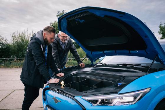 Paul und der Mustang Mach-E: Das perfekte Date