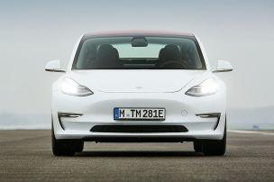 Alles rund um die Tesla-Versicherungspläne