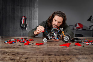 Ein Traum aus 646 Teilen: die Ducati Panigale V4 R