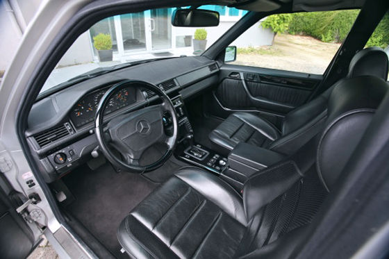 Mercedes S 124-Umbau mit V12