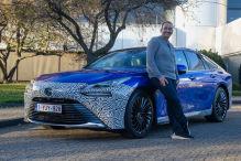 Der wasserstoffbetriebene Toyota Mirai macht die erste Fahrt