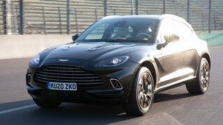 Was liefert das SUV von Aston Martin auf der Rennstrecke?