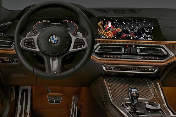 """BMW wünscht seinen Fahrern """"Frohe Weihnachten"""" und ein frohes neues Jahr im Fahrzeug"""