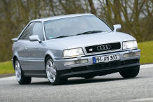 So spektakulär fährt das unscheinbare Audi S2 Coupé