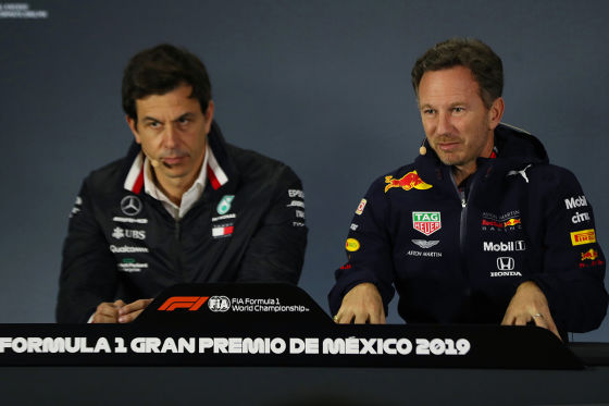 Red Bull und Mercedes streiten um den besten Fahrer