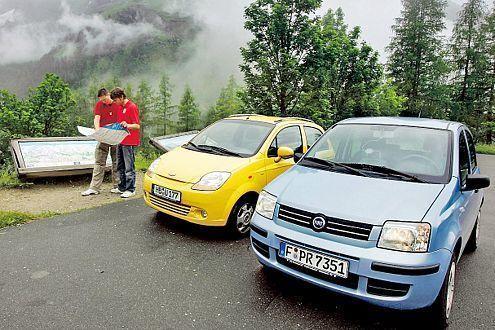Zur Überbrückung gibt sich der Fiat auch mit Benzin zufrieden.