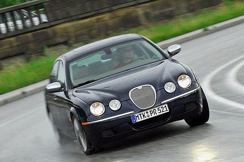 Vier-Augen-Gesicht: Wie Mercedes wird sich auch Jaguar davon trennen.