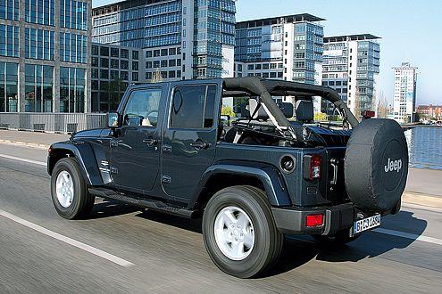 Das einzige viertürige Serien-Cabrio ermöglicht viel Frischluft-Fahrspaß.