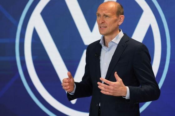 Ralf Brandstätter vor VW-Logo