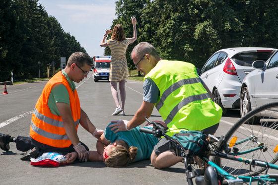 Erste Hilfe beim Fahrradunfall (Dooring)