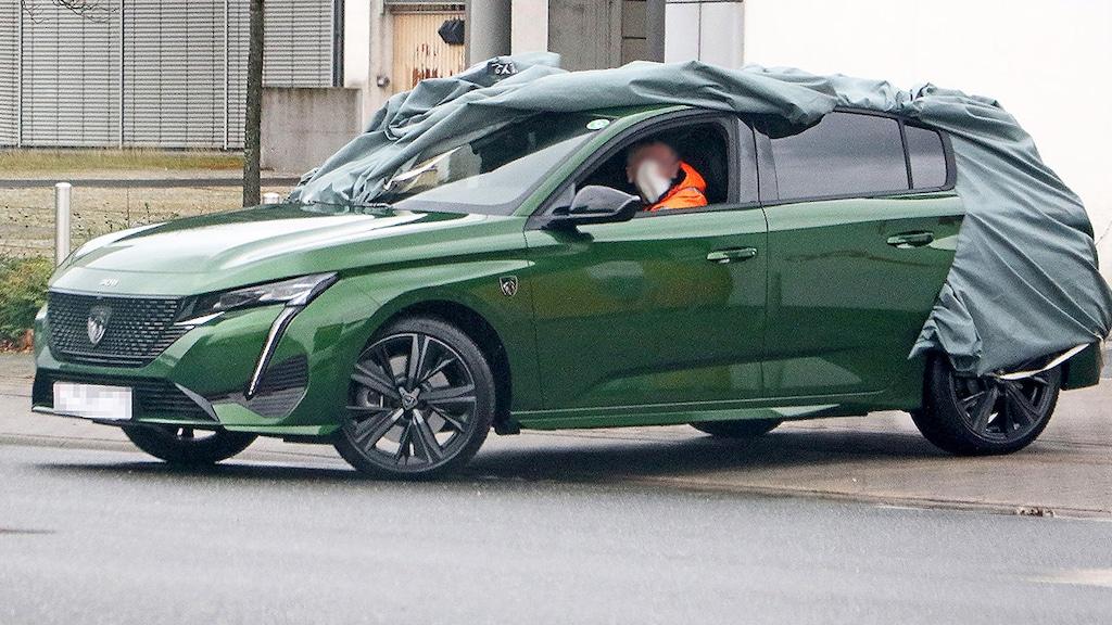 Neuer Peugeot 308 ohne Tarnung erwischt