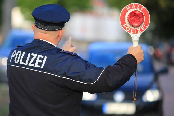 Polizeikontrolle mit Kelle