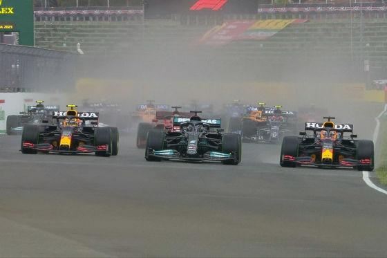 Verstappen gewinnt nach Hamilton-Fehler