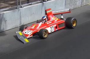 Alesi crasht mit Lauda-Ferrari von 1974