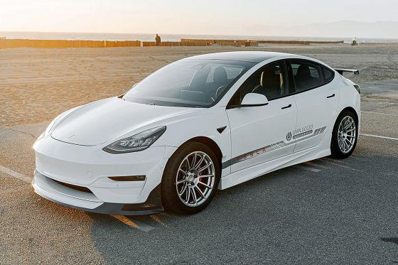 Tesla Model 3 von Unplugged Performance