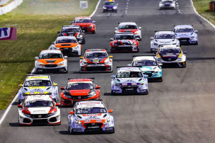 Familienduell in der TCR Germany
