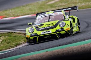 Porsche mit Slicks zum Regen-Rennsieg