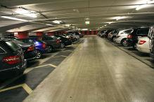 Testsieger Deutschland 2013: Die Tiefgarage Goetheplatz in Frankfurt am Main hat vieles richtig gemacht: helle und übersichtlich gestaltete Parkebenen, bequeme Schrägparkplätze und deutlich markierte Fußwege.