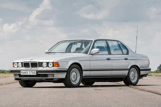 BMW 750i (E32)