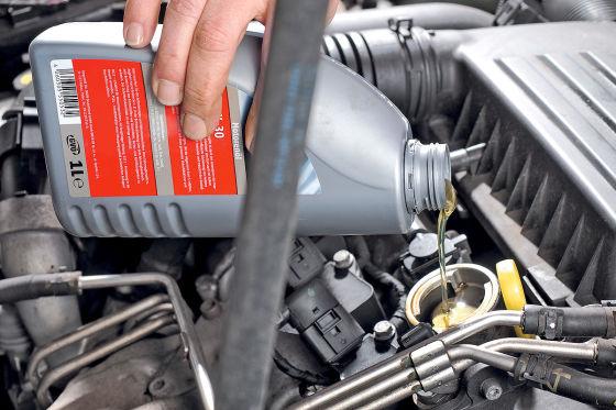 Motorraum Motoröl