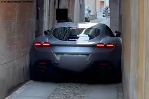 Ferrari Roma bleibt stecken