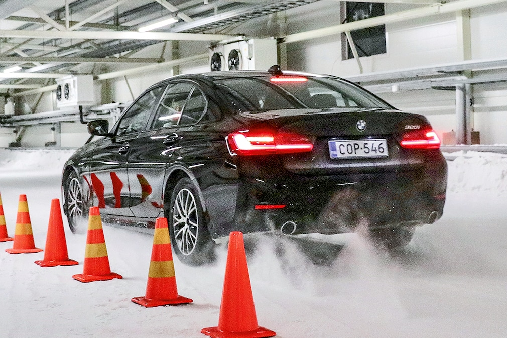 All-weather tires All-season tire test in 225/50 R 17 - braking on snow BMW 3 Series
