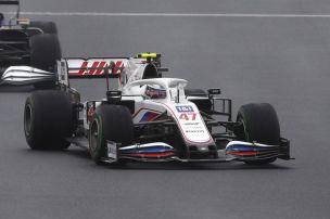 Alonso dreht Schumacher um