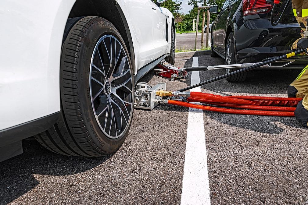 Feuerwehr Batterielöschsystem für E-Autos