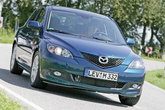 Der Mazda3 fährt stramm und sportlich. Entsprechend straff ist die Federung.