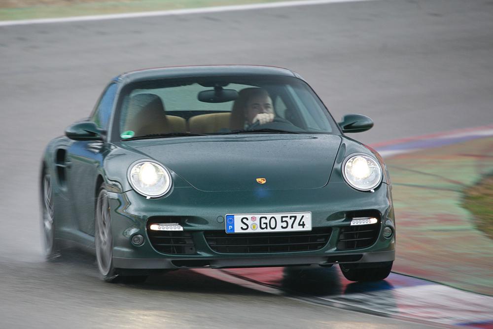 Was an Sound hinten aus dem Turbo rauskommt, hat wenig mit den Fahrleistungen zu tun.
