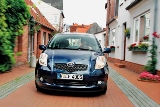 Der Yaris bietet viel Sicherheit inklusive ESP, sieben Airbags, aktiver Kopfstützen vorne.