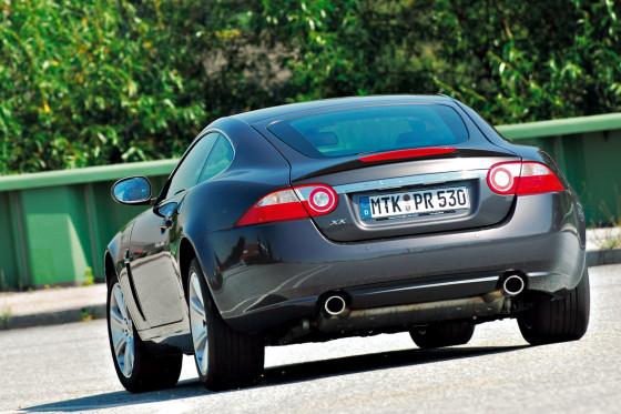 Großer Sound: Der V8 betört die Ohren, verspricht akustisch aber mehr als er halten kann.