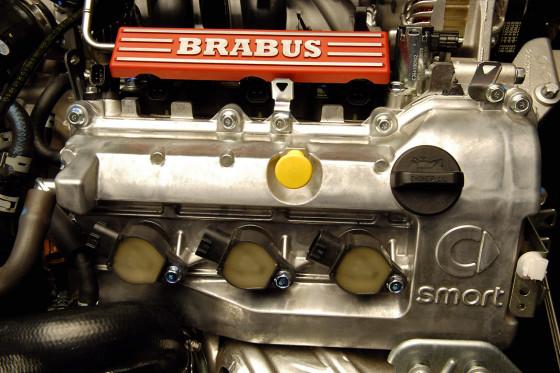Der kleine Dreizylinder von Brabus schmettert stolze 98 PS aufs Asphalt-Parkett.