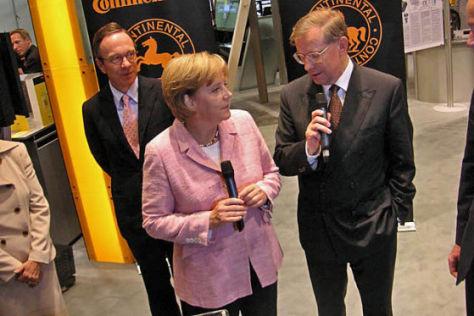Merkel auf der IAA 2007