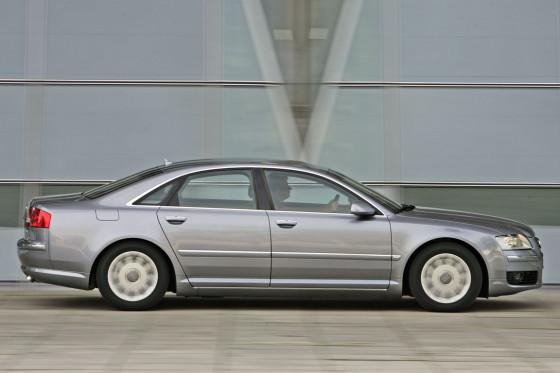 Bringt seine Kraft über alle vier Räder auf die Straße: der Audi A8 4.2 TDI