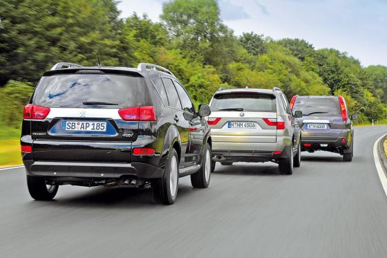 Peugeot 4007/Nissan X-Trail/BMW X3Peugeot kann man den Allradantrieb komplett abschalten und mit reinem Frontantrieb fahren. Der BMW bietet keine Wahlmöglichkeit.