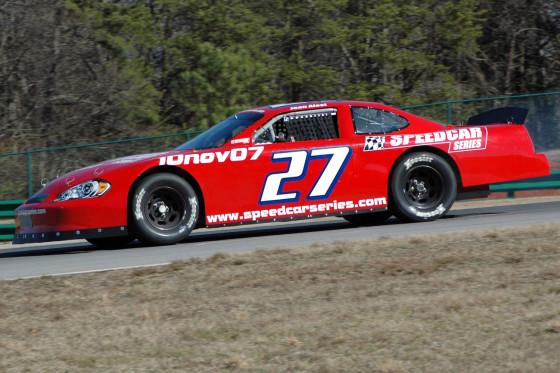 Typisch amerikanisch: das Speedcar. Groß, leistungsstark, schwer und den NASCAR-Autos sehr ähnlich.