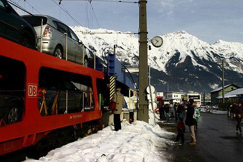 Eine willkommene Alternative ist der Autoreisezug. Jedoch strich die Bahn vier von neun Verladebahnhöfe im aktuellen Winterfahrplan.