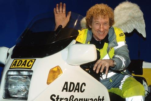 Bye-bye, Straßenwacht: ölverschmierte Finger, Lausbubenlachen, immer hilfsbereit. Seiner Leidenschaft für Motorräder bleibt Charly treu.