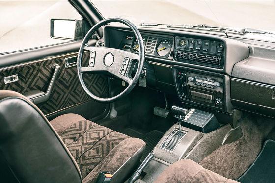 Angetreten zum Vergleich: Jaguar X-Type 3.0, Mercedes C 320 Classic, Audi A4 3.0 multitronic und BMW 330iA (von links).