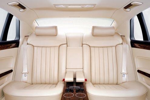 Fahrender Palast: sehr gelungenes und hochwertig wirkendes Ambiente im Inneraum des VW Phaeton.