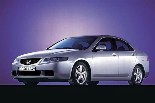 Herausforderer von Honda: Der Accord ist etwa so groß wie ein VW Passat. In der Grundausstattung hat der Japaner einen 2,0-Liter-Motor mit 155 PS.